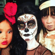Laeticia Hallyday célèbre Halloween avec ses filles, Jade et Joy, à Los Angeles le 31 octobre 2015.