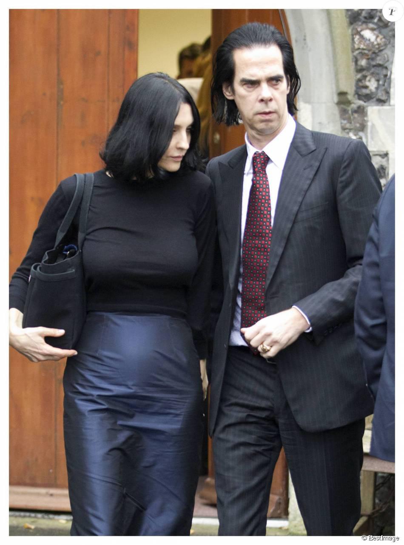 Nick Cave et sa femme Susie au bureau du coroner pour connaître les circonstances du décès de leur fils Arthur à Brighton le 9 novembre 2015.