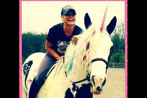 Miranda Lambert garde le sourire pour ses 32 ans quand son ex-mari roucoule déjà