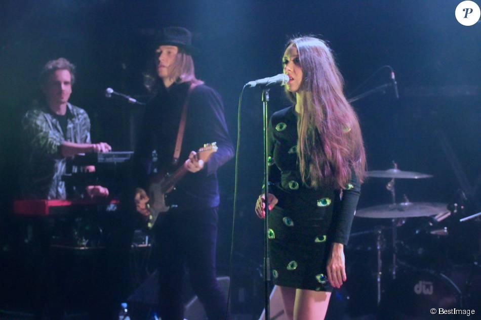 Exclusif - Raoul Chichin et sa soeur Simone Ringer (les enfants de Catherine Ringer et Fred Chichin du groupe Les Rita Mitsouko), membres du groupe Minuit, en concert au festival Les inRocKs Philips à la Cigale à Paris, le 12 novembre 2015.
