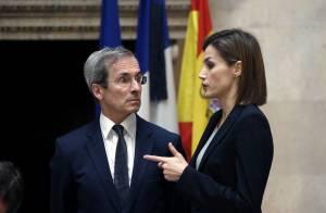Letizia, tout en noir, et Felipe VI s'unissent à la peine des Français