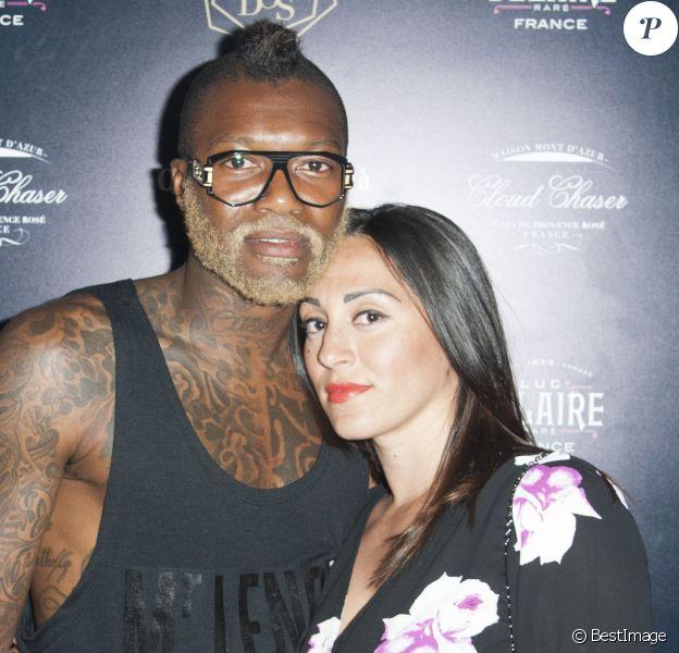 Djibril Cissé et sa compagne Marie-Cécile Lenzini au Calavados pendant le 68e festival du film de Cannes le 17 mai 2015