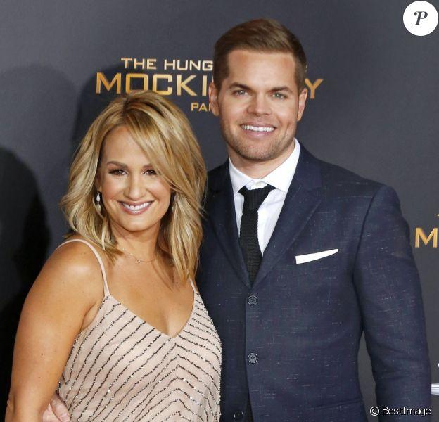 Wes Chatham et sa femme Jenn Brown (enceinte de leur deuxième enfant) - Première de Hunger Games : La Révolte - Partie 2 à Los Angeles le 16 novembre 2015.