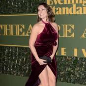 Kelly Brook : Sa robe fendue lui joue des tours face au décolleté de Salma Hayek