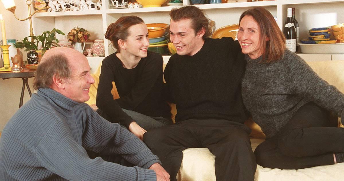 jean fran ois s venin sa femme claire et leurs enfants salom et robinson dans la banlieue. Black Bedroom Furniture Sets. Home Design Ideas