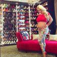 Coco Austin enceinte pose devant sa collection de chaussures / photo postée sur Instagram au mois de novembre 2015.
