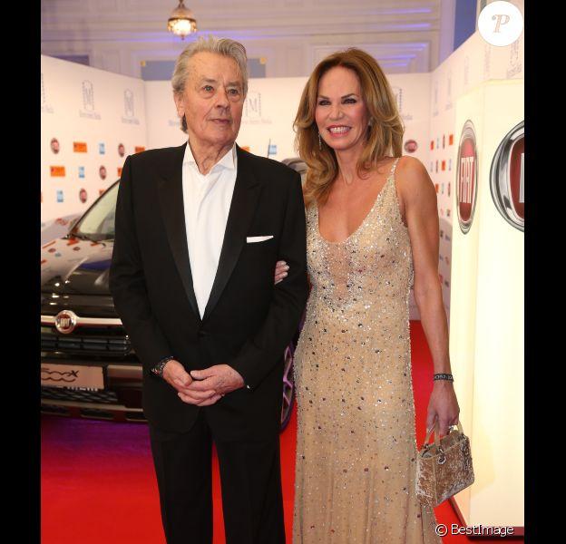 """Alain Delon et Rosalie van Breemen - Soirée """"Movie meets Media"""" à l'hôtel Atlantic Kempinski à Hambourg. Le 30 novembre 2015"""