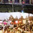 Hommage aux victimes des attentats du 13 novembre 2015 devant le Bataclan à Paris, le 23 novembre 2015. ©Christophe Aubert.