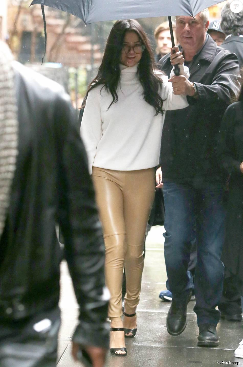 f88c862a5b Selena Gomez quitte la répétition du show Victoria's Secret à New York le  10 novembre 2015.