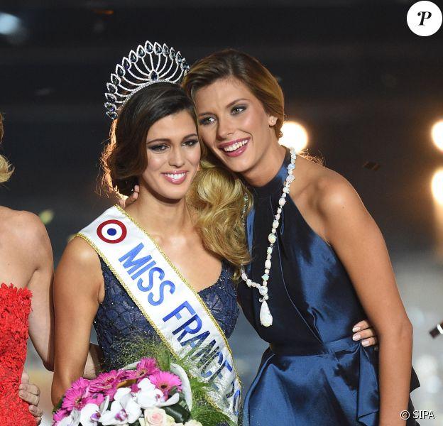 Iris Mittenaere et Camille Cerf, lors de l'élection de Miss France 2016, le samedi 19 décembre 2015 au Zénith de Lille.
