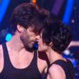 Marie-Claude Pietragalla et Julien Derouault présentent un extrait du spectacle  Je t'ai rencontré par hasard , sur le plateau de  Danse avec les stars  sur TF1, le vendredi 18 décembre 2015.