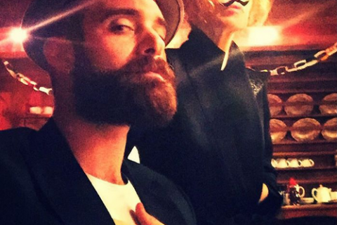 """Kylie Minogue : Premier Noël """"culotté"""" avec son jeune amoureux, Joshua Sasse"""