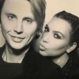 Jonathan Cheban et Kim Kardashian à la soirée de Noël organisée par Kris Jenner / photo postée sur Instagram, le 25 décembre 2015.