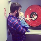 Natasha St-Pier : Son bébé Bixente apprenti pompier avec papa, à l'hôpital