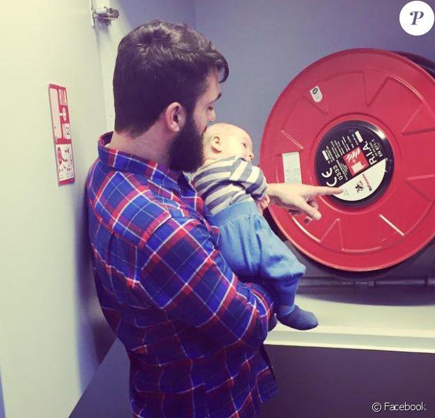 Grégory, le mari de Natasha St-Pier et leur bébé Bixente. Facebook, le 5 janvier 2016