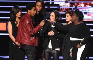 People's Choice Awards: Sharon Osbourne vire à coups de pied un intrus gênant