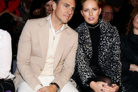 Karolina Kurkova : Amoureuse et surprise à la Fashion Week de Berlin