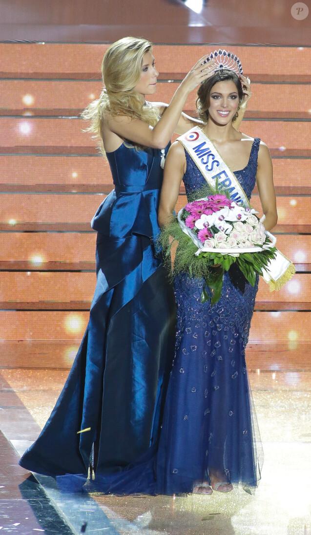 Camille Cerf, Miss France 2015 et Iris Mittenaere, Miss France 2016 - Iris Mittenaere, Miss Nord-Pas-de-Calais élue Miss France 2016 lors du concours organisé à Lille, le 19 décembre 2015. Iris Mittenaere est née le 25 janvier 1993 à Lille, mesure 1m72 et est actuellement en 5ème année de chirurgie dentaire.