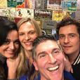 """""""Orlando Bloom et Katy Perry sont allés voir une pièce de théâtre ensemble, dans laquelle joue notamment Vinessa Shaw et James Lecesne. Photo publiée sur Instagram, le 23 janvier 2016."""""""