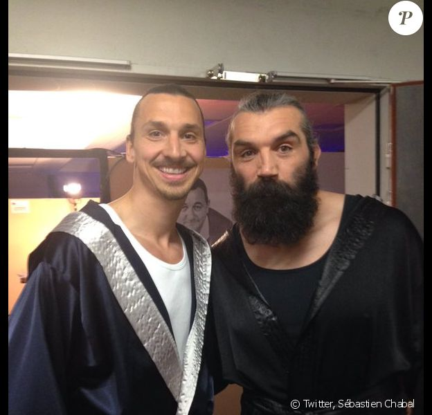 Sébastien Chabal et Zlatan Ibrahimovic lors du dernier concert des Enfoirés en 2016 à l'AccorHotels Arena de Paris - Photo publiée le 25 janvier 2016