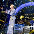 Le prince Carl Philip de Suède remet le prix Jerring à la nageuse Sarah Sjöström - Remise de prix des Swedish Sports Gala à Stockholm. Le 25 janvier 2016