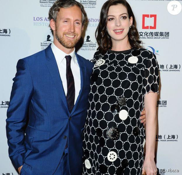 Anne Hathaway et son mari Adam Shulman lors de la soirée d'ouverture du LA Art Show à Los Angeles, le 27 janvier 2016.