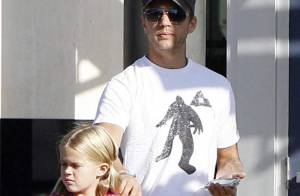 REPORTAGE PHOTOS : Ryan Phillippe se balade avec sa fille, une mini Reese Witherspoon !
