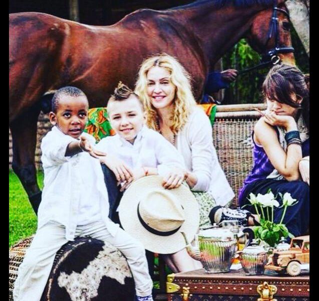 Madonna avec ses enfants Lourdes, Rocco et David, au Malawi - Photo publiée le 11 février 2016