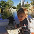 Jaxon, le petit frère de Justin Bieber est venu lui rendre visite. Le chanteur a publié une photo de son séjour sur sa page Instagram, le 14 février 2016.