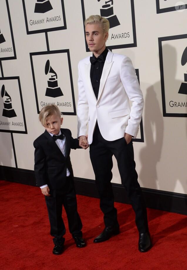 Justin Bieber et son petit frère Jaxon lors de la 58e cérémonie des Grammy Awards au Staples Center de Los Angeles, le 15 février 2016.