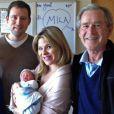 Laura et George W. Bush avec leur fille Jenna et son mari Henry, heureux parents d'une petite Mila.