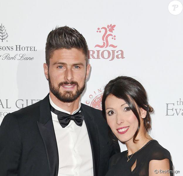 """Olivier Giroud et sa femme Jennifer enceinte à la 6e édition de la soirée de gala de """"The Global Gift"""" à l'hôtel Four Seasons de Londres, le 30 novembre 2015"""