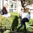 Briana Jungwirth quitte son domicile avec son bébé Freddie Reign Tomlinson (dont le père est Louis Tomlinson, chanteur du groupe One Direction). Elle est accompanée de sa mère à Los Angeles le 29 janvier 2016. ©CPA/BESTIMAGE