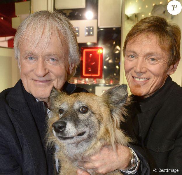 Dave et son compagnon Patrick Loiseau avec leur chien, lors de l'enregistrement de Vivement Dimanche à Paris le 24 février 2016 (diffusion le dimanche 28 février 2016). © Coadic Guirec