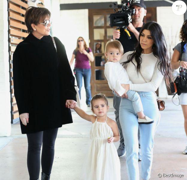 Exclusif - Kris Jenner, Kourtney Kardashian et ses enfants Penelope et Reign font du shopping au magasin A Beautiful Mess Home. Agoura Hills, le 26 février 2016.