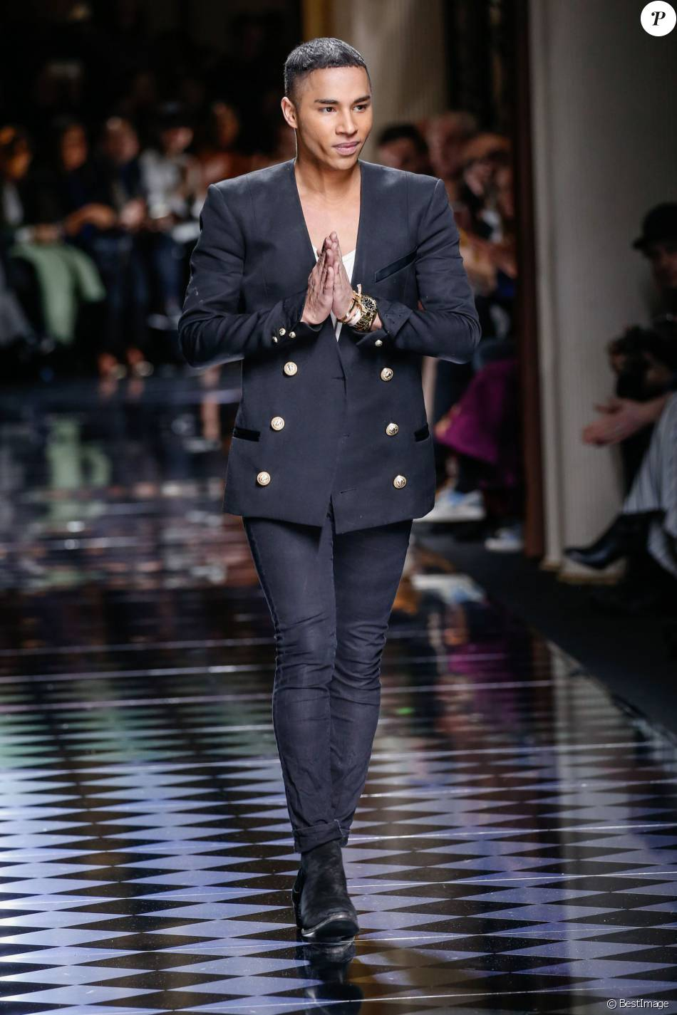 le styliste olivier rousteing d fil de mode balmain collection pr t porter automne hiver. Black Bedroom Furniture Sets. Home Design Ideas