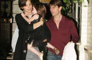 REPORTAGE PHOTOS : Quand Suri Cruise met sa robe de bal pour sortir avec papa et maman !