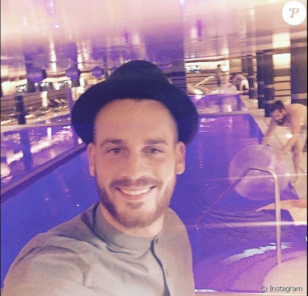 Selfie time pour le beau Raphaël des Anges 7