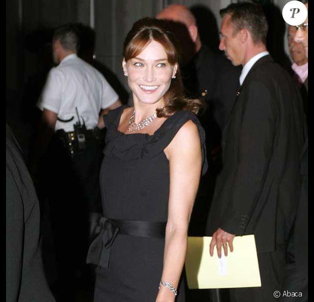 Carla Bruni Sarkozy au mariage de Christophe Barbier, son ami le directeur de l' Express...