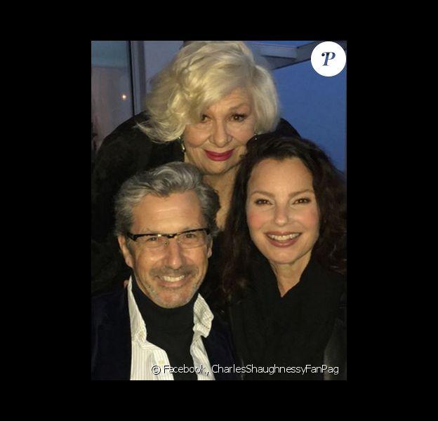 Charles Shaughnessy retrouve l'inoubliable Nounou d'Enfer, Fran Drescher, pour l'anniversaire de son ancienne belle-mère à l'écran, Renee Taylor. Photo publiée sur Facebook, le 20 mars.