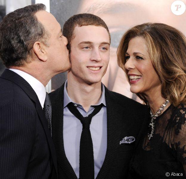 Tom Hanks et sa femme Rita Wilson avec leur fils Chet Hanks à New York le 15 décembre 2011.