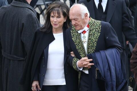 Obsèques d'Alain Decaux : Anne Sinclair, son fils et Pierre Nora en deuil