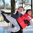 Sarah Abitbol et Stéphane Rotenberg animent une séance de Ice Fitness sur la patinoire de Noël des Champs-Elysées à Paris, le 29 décembre 2014.