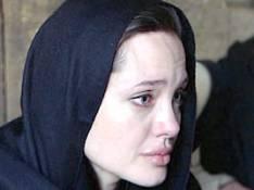 VIDEO : Angelina Jolie émue aux larmes face au peuple afghan...