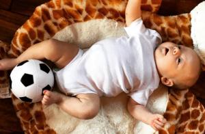 Louis Tomlinson : Son fils Freddie, adorable bébé footballeur !