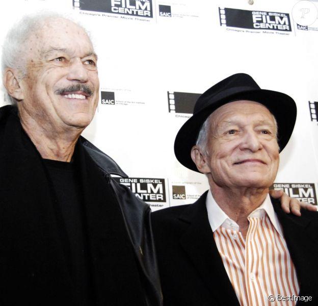 Hugh Hefner et son frère Keith à Chicago le 29 octobre 2010.