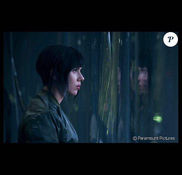 Scarlett Johansson se dévoile dans la première image de Ghost In The Shell.