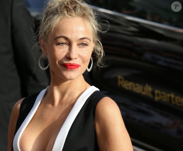 """Emmanuelle Béart - Arrivées à la montée des marches du film """"La tête haute"""" pour l'ouverture du 68ème Festival International du Film de Cannes. Cannes, le 13 mai 2015"""