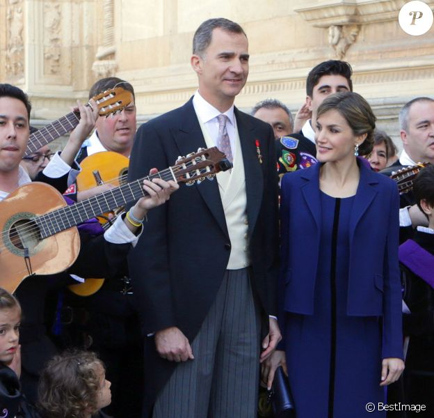 Le roi Felipe IV et la reine Letizia d'Espagne ont eu droit le 23 avril 2016 à une interprétation vibrante du Gaudeamus Igitur, l'hymne des étudiants, en quittant l'Université Alcala de Henares à Madrid après avoir remis le prix de littérature Miguel de Cervantes 2015 à l'écrivain mexicain Fernando del Paso.