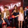 "Karine Ferri, maman radieuse sur le plateau de ""The Voice 5"", samedi 23 avril 2016."